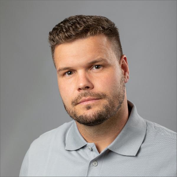 Handwerker Jan Wollmann der JMN Tischlerei GbR: Meisterbetrieb in Bergen auf Rügen