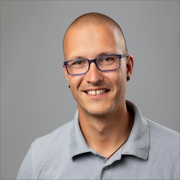 Handwerker Nico Druckrey der JMN Tischlerei GbR: Meisterbetrieb in Bergen auf Rügen